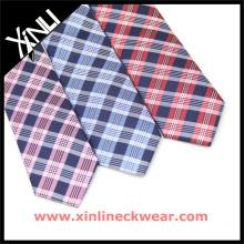 Los hombres hermosos de la combinación venden al por mayor el 100% corbatas de seda