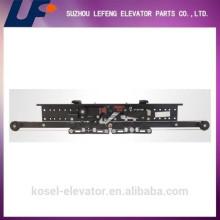 Европейский тип Selcom AC Center Открытие двух панельных лифтовых ворот Вешалка Завод / Производитель / Поставщик