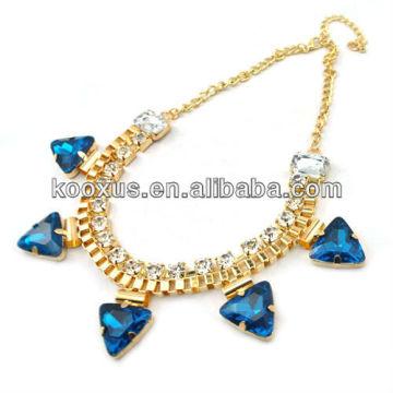 Большое золотое ожерелье из драгоценного камня с длинной цепочкой