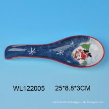 Detalle de cuchara de cerámica de Navidad con diseño de Santa para cocina Decro
