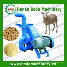 petit moulin d'alimentation des animaux pour la ferme