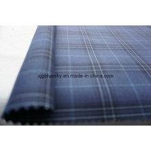 Überprüfe blauen Wollstoff für Anzug