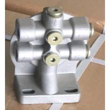 Engine fuel filter head