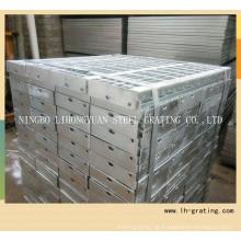 Treppenstufen aus feuerverzinktem Stahl mit Nosing