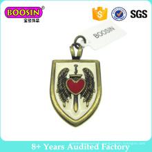 Charms de pendentif bouclier avec coeur et ailes