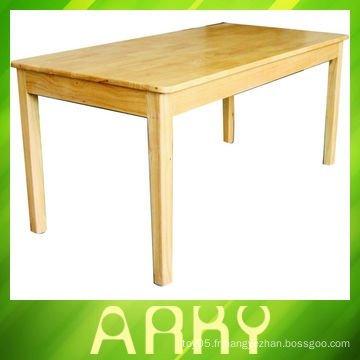 Table en bois de maternelle