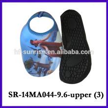 El agua del verano calza los zapatos de la aqua de la historieta superiores de los zapatos de la aguamarina