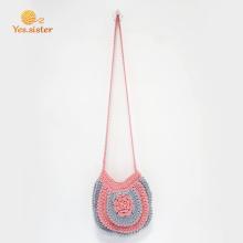 Вязаная сумка ручной работы с цветами
