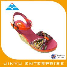 Sandalia de mujer de tacón alto de moda