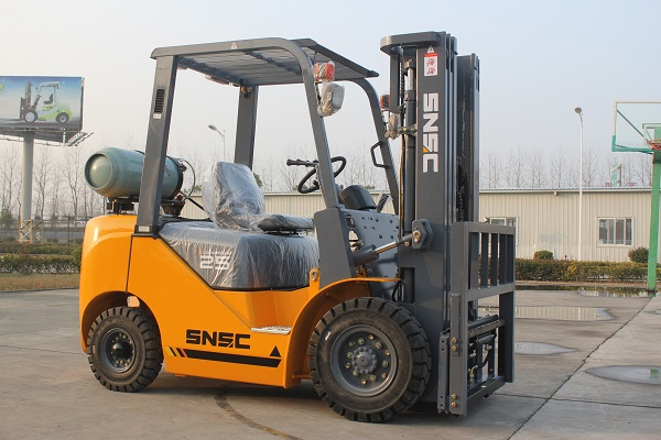 2.5 ton gasoline and LPG forklift