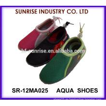 SR-12MA025 Los zapatos populares de la piel de los muchachos TPR suaves calzan los zapatos del agua los zapatos del agua los zapatos que practican surf