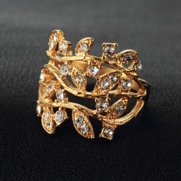 Gold women leaf diamond ring