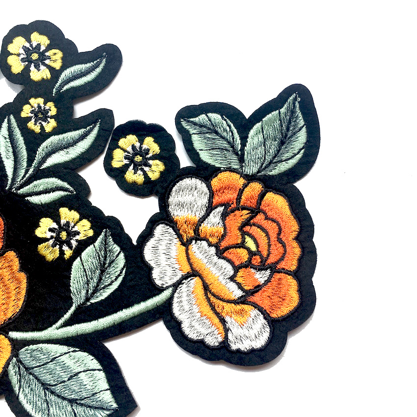 Badge Embroidered Flowers