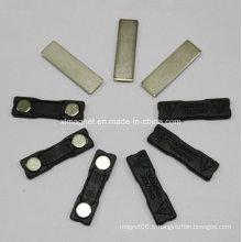 Insigne magnétique de 45 mm avec deux aimants et plaque métallique