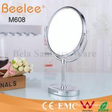 Espejo de lupa de maquillaje de doble cara redonda de latón independiente para baño