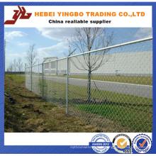 Barrière de métal de 2,4 mètres de hauteur / clôture de maillon de chaîne dans le petit pain de l'usine