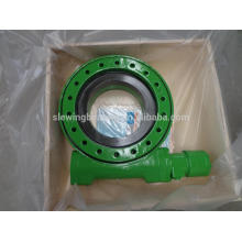 Worm gear slewing drive for solar tracking system