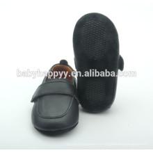 Nuevos zapatos al por mayor del cuna del bebé del muchacho de los zapatos del negro del diseño
