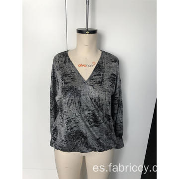 Top estampado con cuello de pico y manga larga