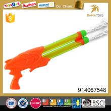 Brinquedo transparente da arma de água do cano dobro
