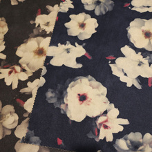 Impressão de tecidos em camurça para vestuário