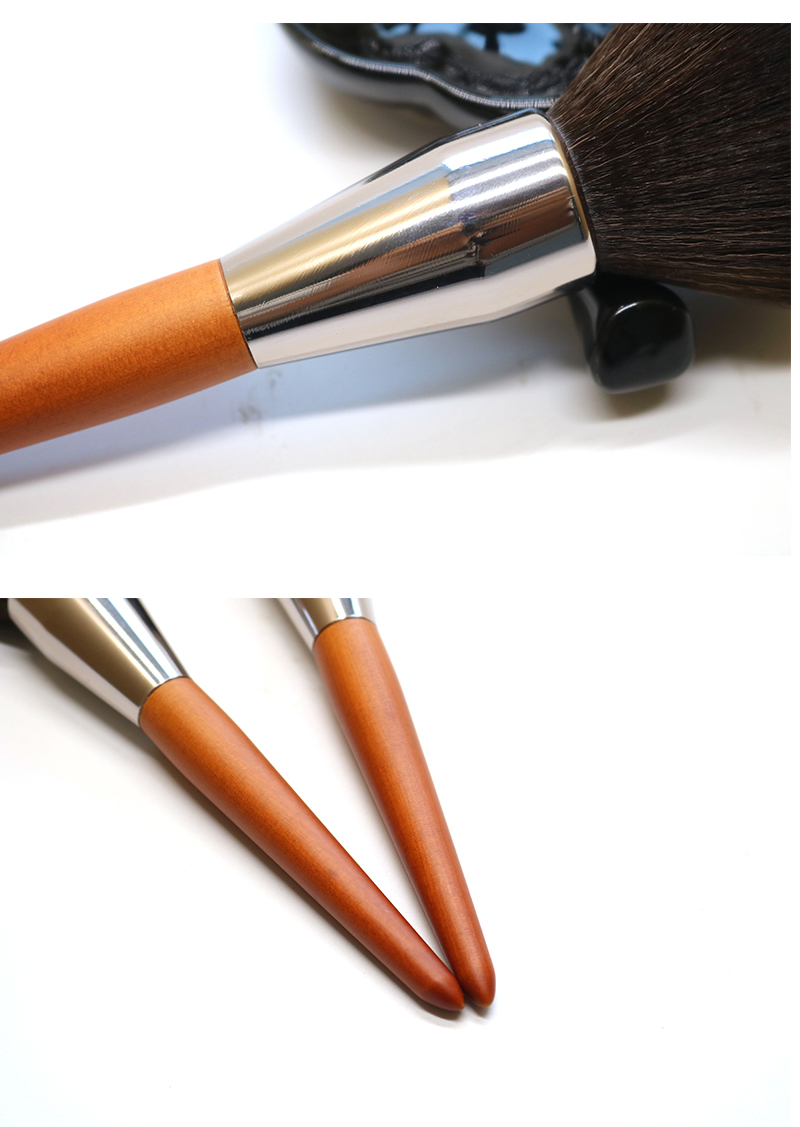 Single Large Powder Brush 9