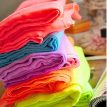Haute torsion Spun Polyester Voile tissu utilisé pour la robe avec Handfeel doux et écharpe