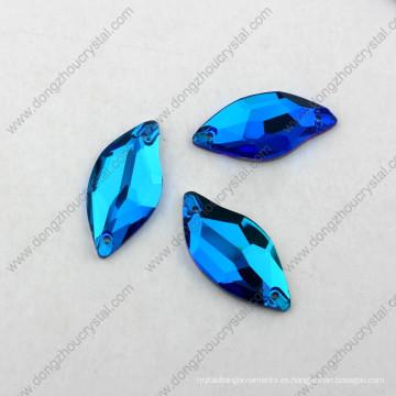 La parte posterior plana de China al por mayor cose en la piedra de cristal tallada para el accesorio de la ropa