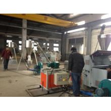 El plástico recicla las pelotillas de los gránulos del PVC de la máquina que hacen la máquina