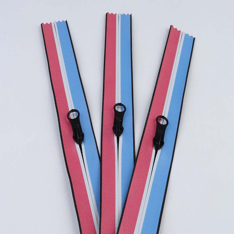 Stripe edge zipper for tent