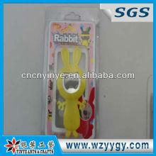 2013 personalizadas conejo vivo en forma de abrelatas de botella suave del PVC