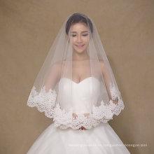 El diseño simple de una capa de velos de marfil cortos de la boda