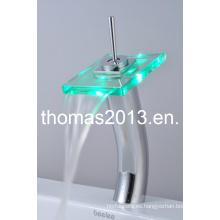 Grifo para lavabo de vidrio con acabado en cromo LED de alto diseño (QH0801HF)
