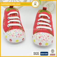 2015 Mode Baby Waking Schuhe Indoor Schuhe, weiche Schuhe mit Stickerei