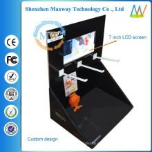 caixa de papelão exposição pop modelo com tela de 7 polegadas em cima