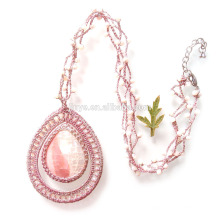 Collier en perles de rocaille naturel rose au crochet