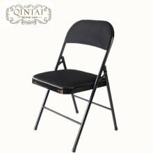 Structure en métal de chaise pliante colorée en gros bon marché avec le dos de siège et le siège noirs de m