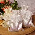 Pure White Drawstring Satin Bagpouch mit Spitze