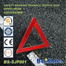 Sinal de advertência do triângulo para a emergência do carro