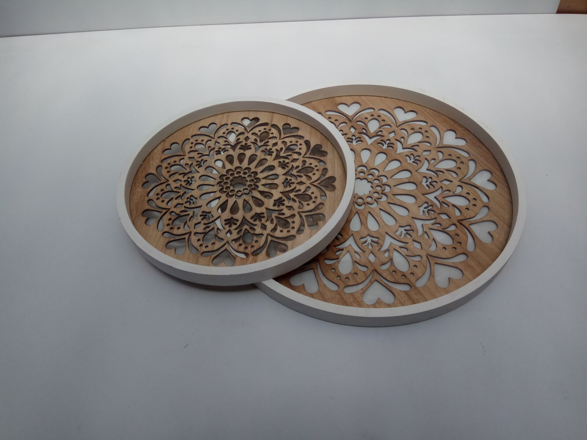 round woodn plate