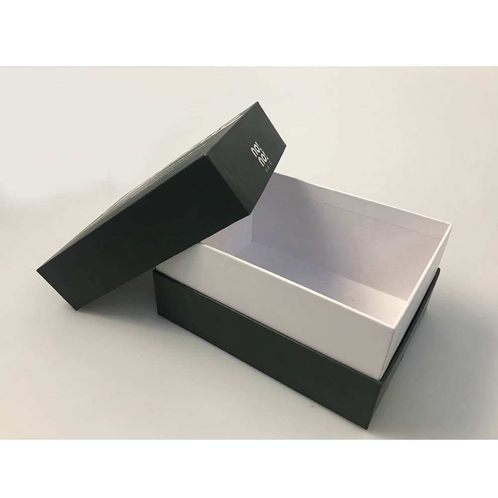 Gift Box With Magnetic Closure