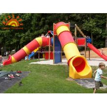 Tubo recto multifunción para niños en el jardín