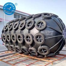 Pára-choques de borracha pneumática submarina para atracação de navios