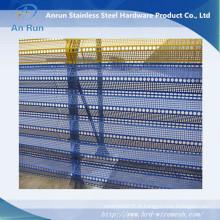 Feuille de métal perforée pour coupe-vent avec trois pics