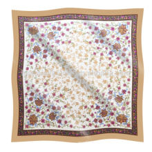 Para el diseño de las flores de la estación de primavera el pañuelo impreso de seda