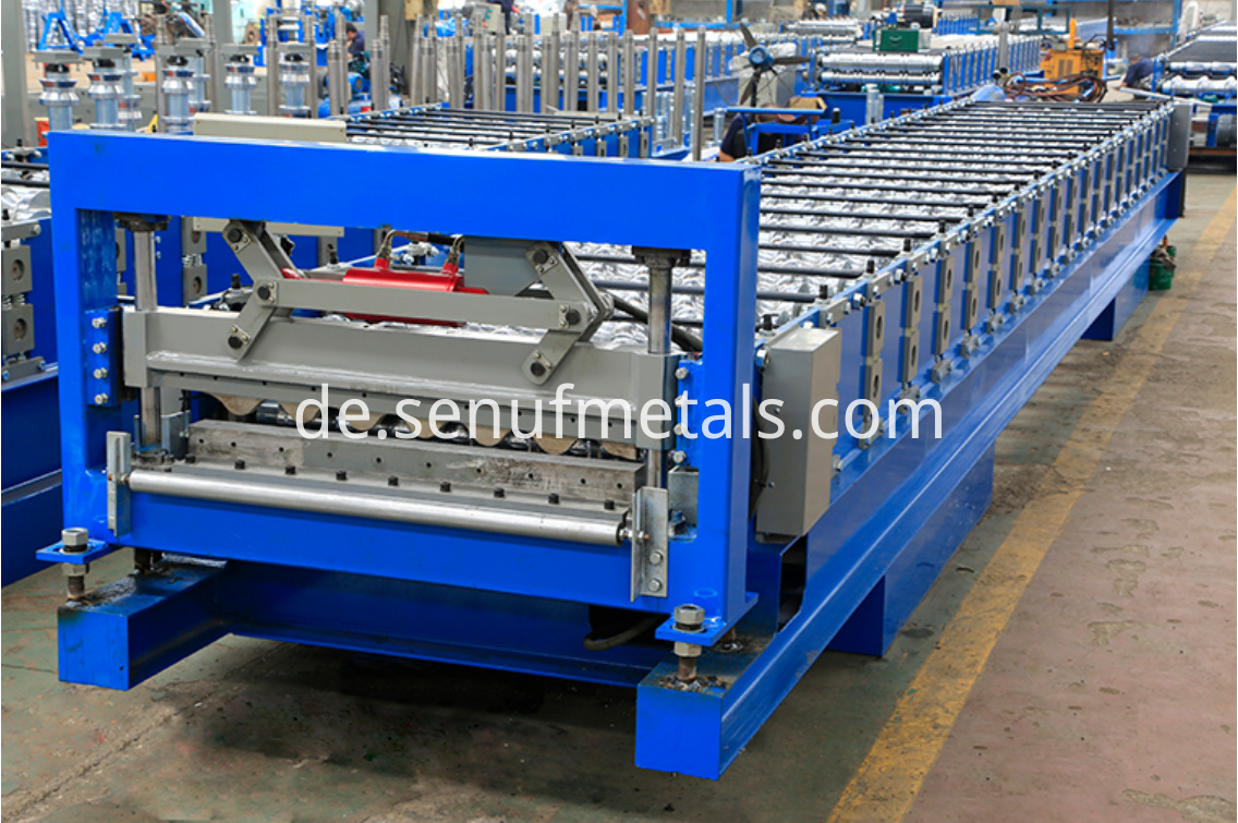 Corrugated roofin machine