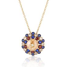 Круглый кулон из блестящего разноцветного камня с золотым покрытием