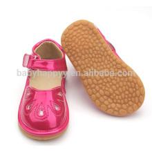 Los zapatos chillones al por mayor de los zapatos de los cabritos calzan los zapatos de bebé rojos dulces