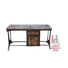 Table industrielle avec armoire