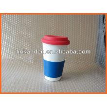 Haonai KC-00937 ceramic mug with silicone lid and sleeve